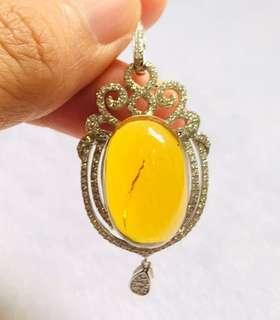 Natural amber from Burma with 925 Silver Pendent (natural inclusion inside, not crack)