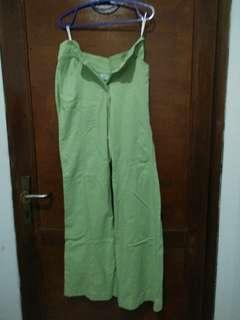 Celana panjang hijau