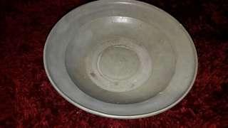 Piring Yueh Saladon ~ 23 cm. asli tua