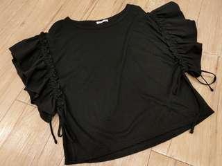 🚚 荷葉袖黑上衣