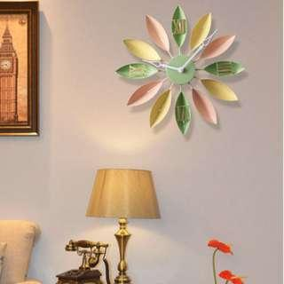 The Large Leaf Clock in Creamy Macaron Hues | Wall Clock