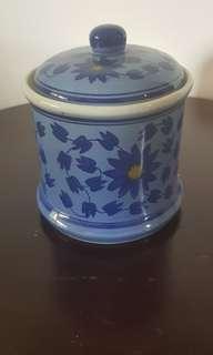 Toples guci keramik biru