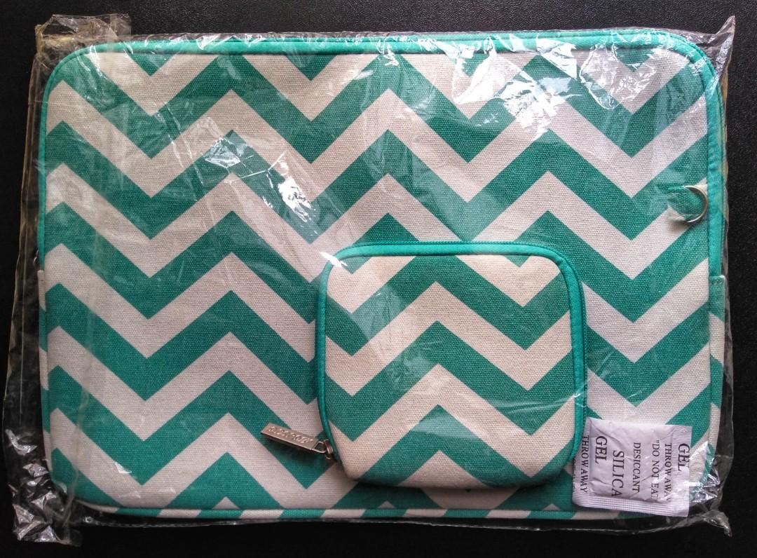 "Aqua chevron case for 13.3"" device + accessory pouch"