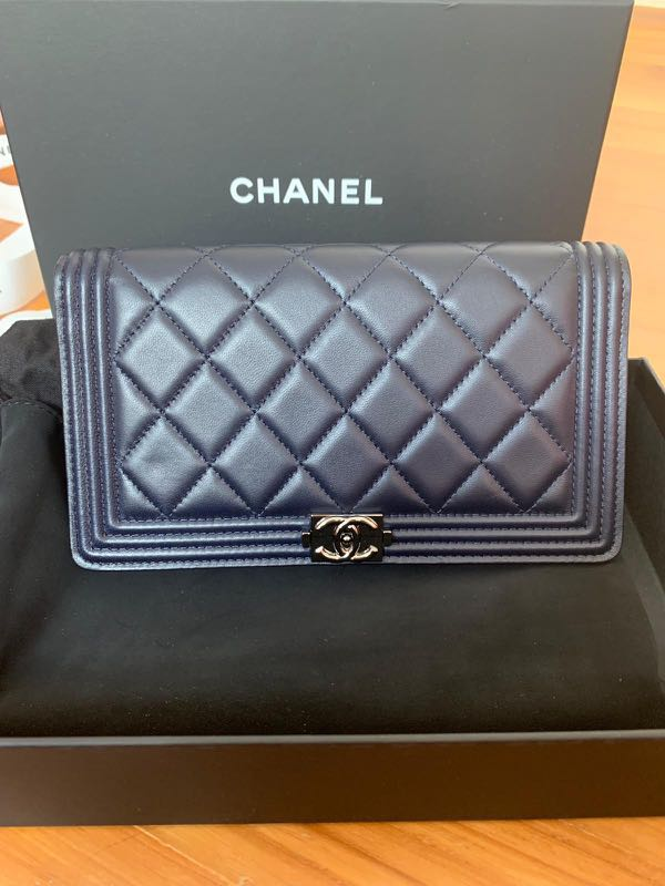 0af2a93d956f Chanel Boy Wallet, Women's Fashion, Bags & Wallets, Wallets on Carousell