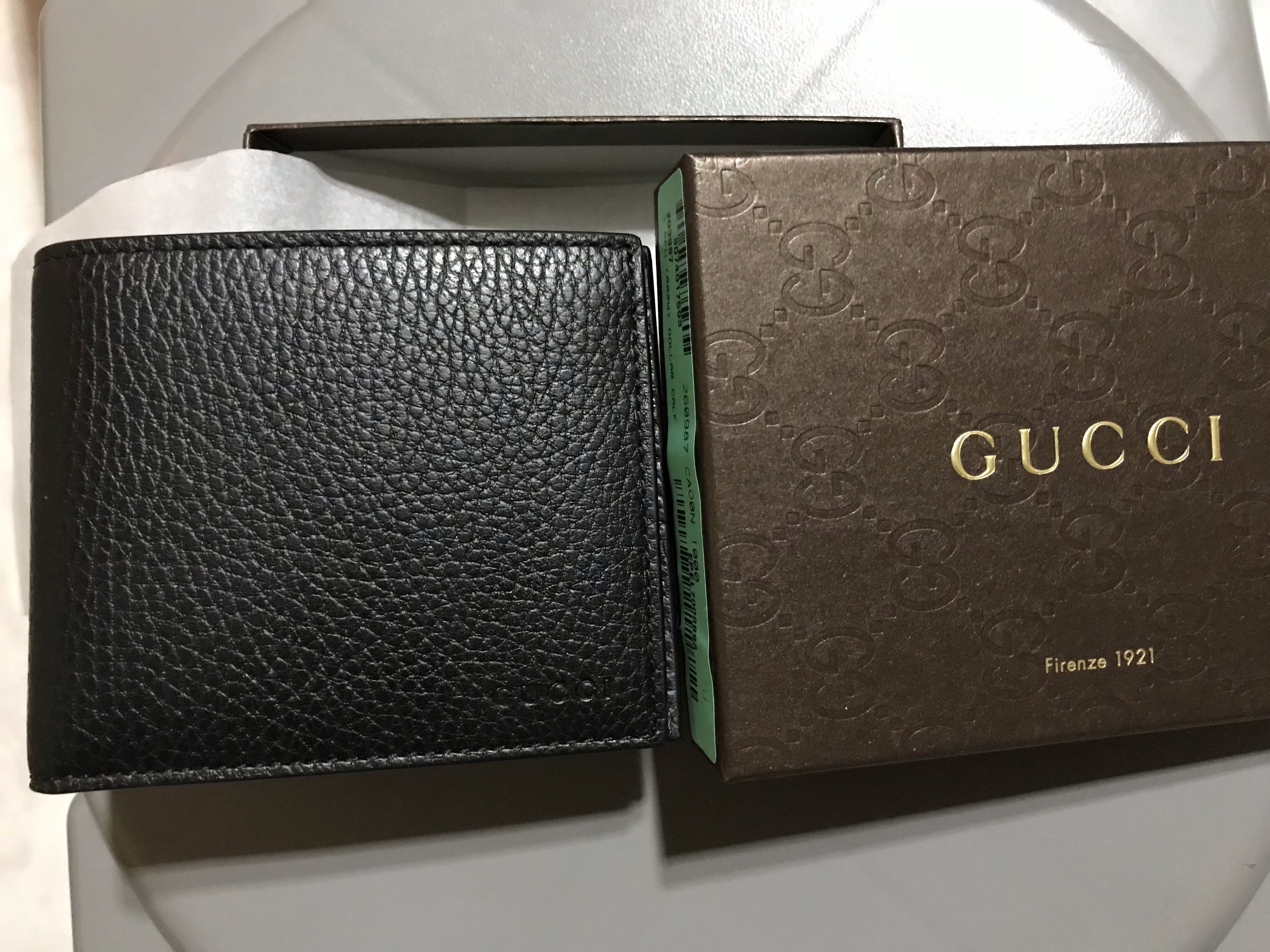 da86aaac329e0e Gucci Men's Cellarius Pebbled Leather Bifold Wallet (Black), Men's Fashion,  Bags & Wallets, Wallets on Carousell