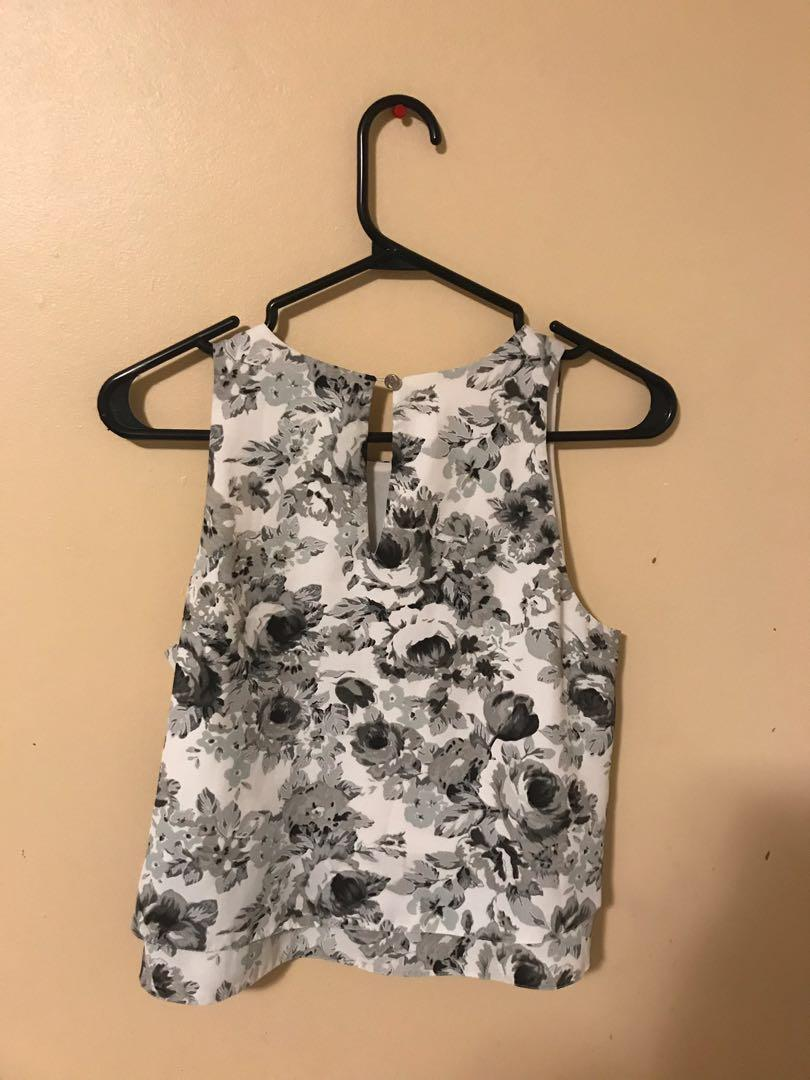 Guess top sz small