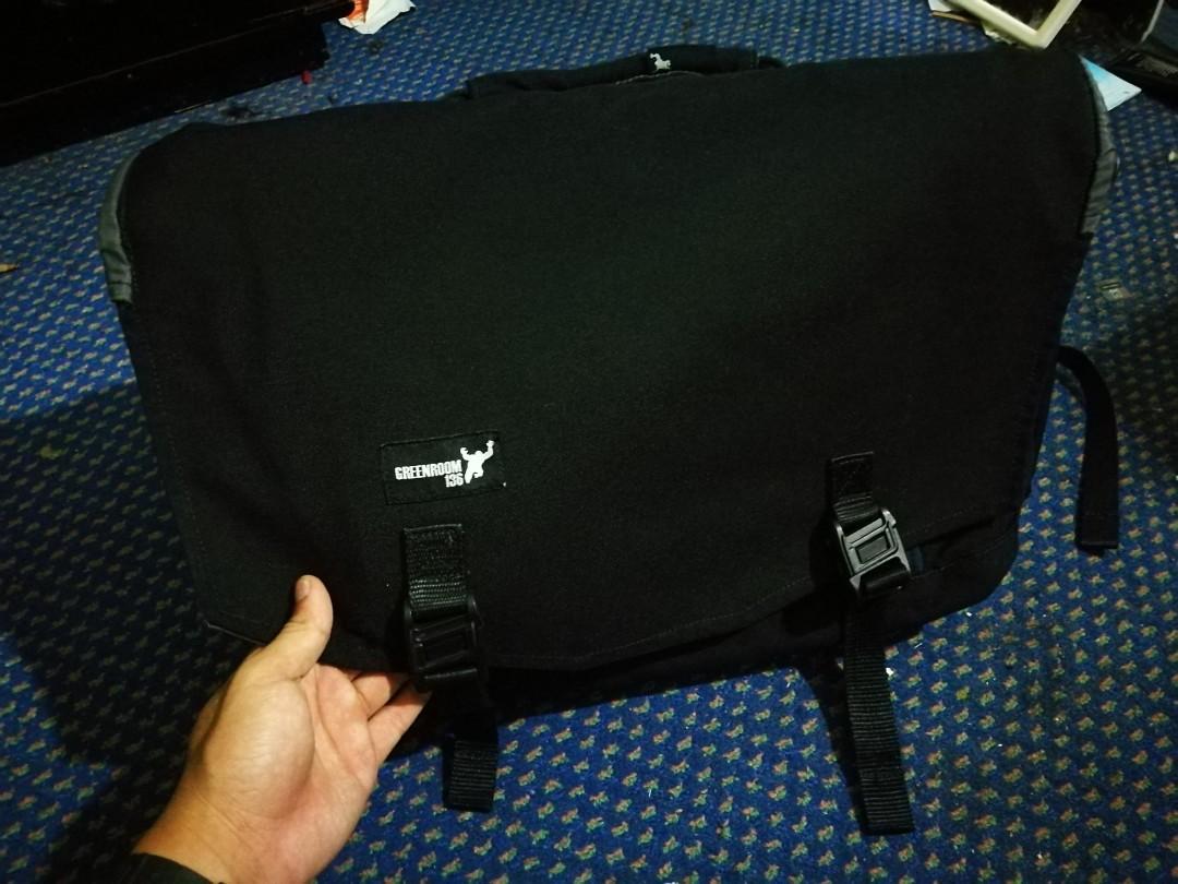 6c1fb973a7 Messenger bag GREENROOM136
