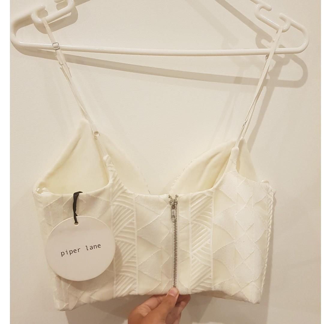 Reduced price: PIPER LANE: WHITE TEXTURED V SHAPED CROP