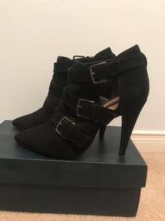F21 brand new boots size 7 💗💗3for10