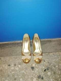 🚚 5號閃亮的高跟鞋幾乎新的
