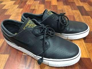 Nike Stefan Janoski Black/Gold leather perf + black leather lace replacement
