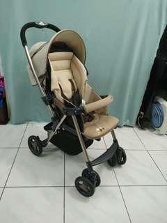 Combi Urban walker雙向嬰兒推車