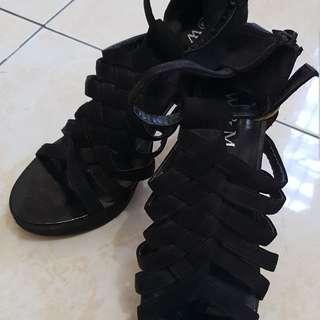 Suede heels size 39