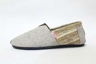 Sepatu Slip On Wanita Wakai Abu Cream Model Rajut