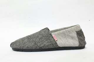 Sepatu Slip On Wanita Wakau Hitam Abu Rajut