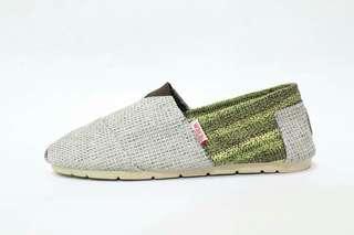Sepatu Wanita Slip On Wakai Abu Hijau Motif Rajut