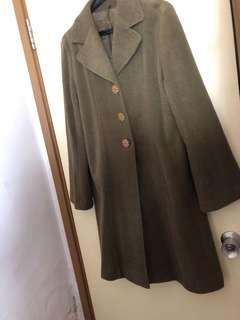 Ladies coat in olive shoulder 41 chest 50 length 95