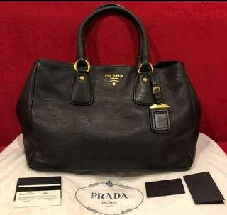 Preloved VGC Prada BR4482 vit daino nero with cards and dustbag