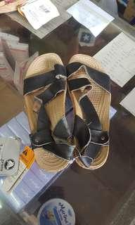 Sandal wanita CROCS a-leigh sandal leather