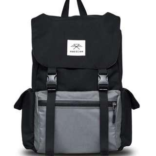 🚚 Black backpack || Durable || Traveling bag || Classic looks || Water resistant || Gift item || Comfortable