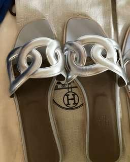 Hermes Oran silver sz 38 ( no box only dust shoes)