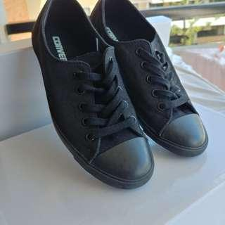 All black converse dainty size 5 / 6 low top