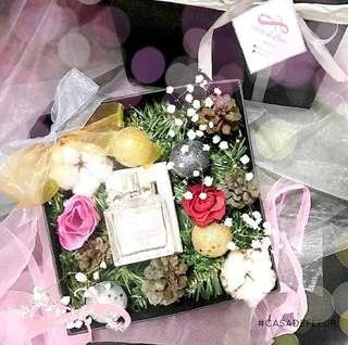 Bloombox Christmas gift new year hampers hadiah natal