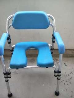 Foldable ederly shower chair