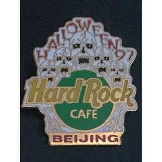 Hard Rock Cafe BEIJING 1997 HALLOWEEN PIN - 5 Screaming SKULLS