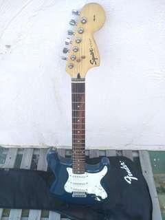 FENDER吉他 9成新 初學專業 SQUIER strat藍白 guitar 電吉他 專業級 初學者入門學生搖滾演出黃家駒