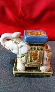 Patung gajah kramik