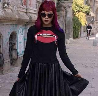 h&m Halloween cut out too sexy gothic red lips rolling stone rock fashion 黑色萬聖節性感上衣 嘴唇