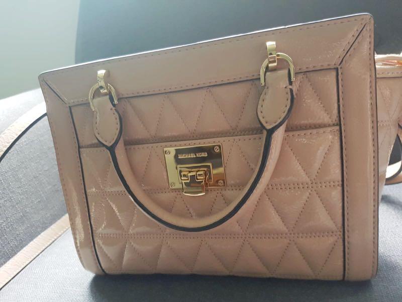 e0d76437fac7d0 Brand New Michael Kors Vivianne Small Bag, Women's Fashion, Bags ...