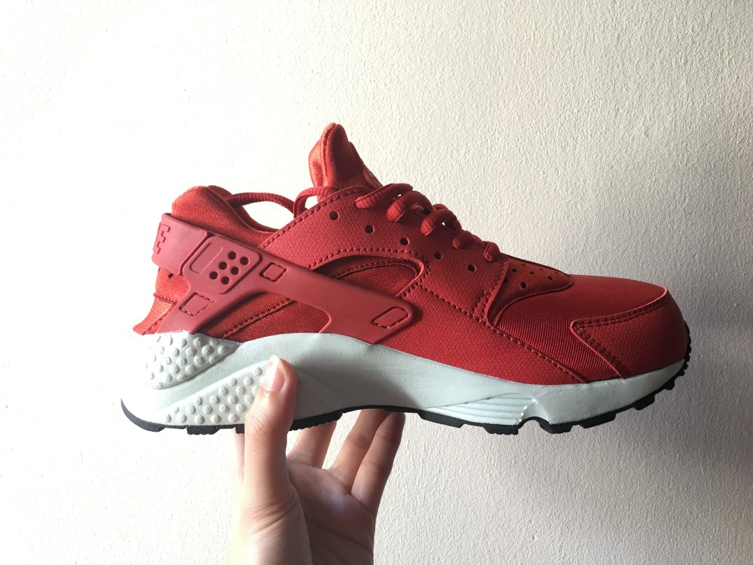 21cd3703cf12 NIKE WMNS AIR HUARACHE CINNABAR ( Condition 9.5 10)