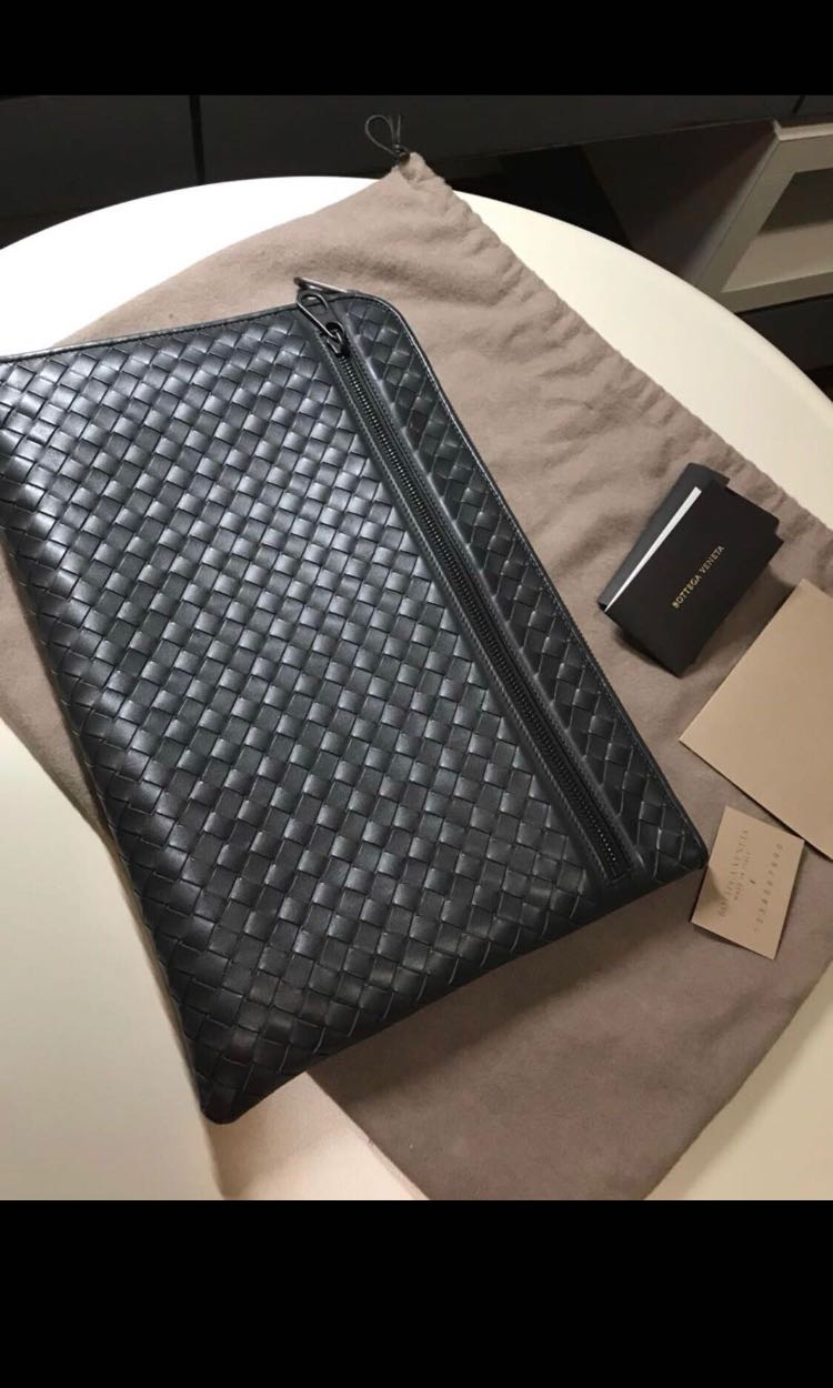 14f81f45a7f9 TRADE OR SALE) Bottega Veneta clutch