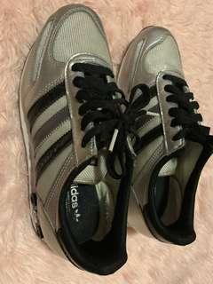 ORIGINAL ADIDAS RUBBER SHOES