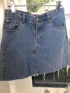 Levi's Relaxed Fit Deconstructed skirt size 27