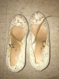 Flowery white and beige wedges heels
