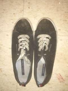 Tommy Hilfiger black sneakers