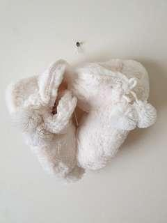 Cotton On White Fluffy Room Slippers #PayDay30 #BFfashion