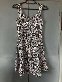 DIVIDED Zebra print dress