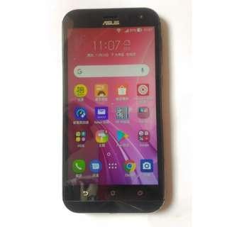 ASUS ZenFone Zoom ZX551ML 記憶體4G 容量64G 已貼保護貼