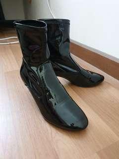 Zara Black Shiny PU Boots #BFfashion #PayDay30