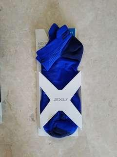 2XU men's compression socks