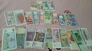 23张各国家的钞票,有的不懂什么国家,全新的