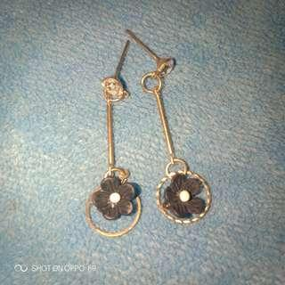 Anting long bunga