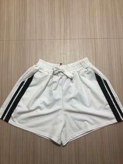 🚚 運動短褲白色