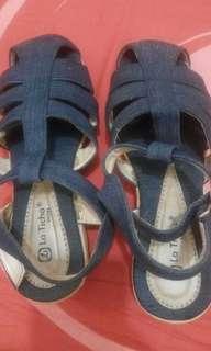 Sepatu jeans wanita