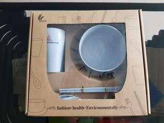 Gift set of bowl,cup and cutlery