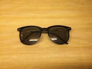 Kacamata frame tipis
